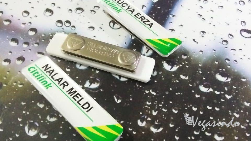 contoh name tag magnet