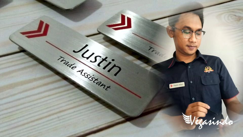 contoh name tag stainless