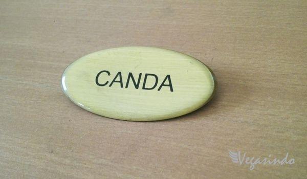 contoh name tag bentuk oval